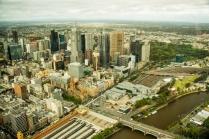 Aussicht vom Eureka-Tower auf Downtown. Unten im Bild Flinders Station und der Federation Square.