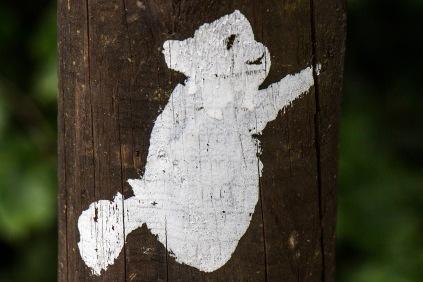 Das Wandersymbol vom Harzer-Hexen-Stieg