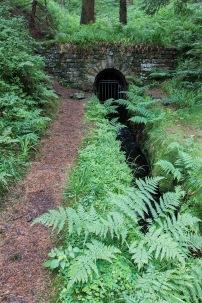 Stolleneingang eines unterirdischen Wasserkanals
